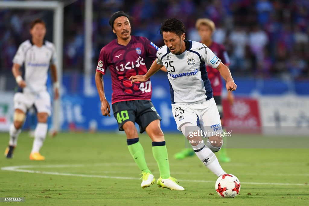 Jungo Fujimoto of Gamba Osaka controls the ball under pressure of Shohei Ogura of Ventforet Kofu during the J.League J1 match between Ventforet Kofu and Gamba Osaka at Yamanashi Chuo Bank Stadium on August 5, 2017 in Kofu, Yamanashi, Japan.