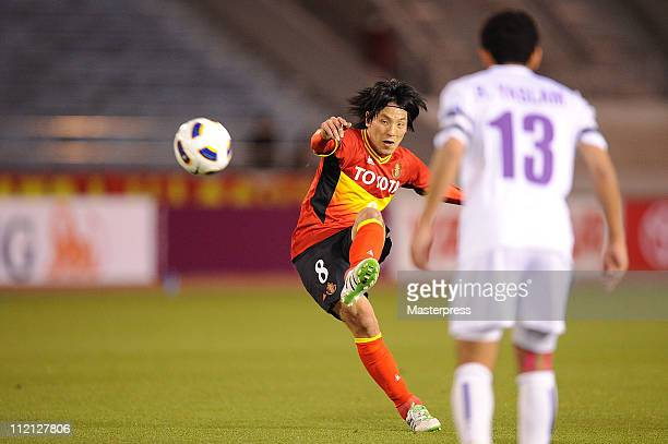 Jungo Fujimoto of Nagoya Grampus scores the fourth goal from a free kick during the AFC Champions League match between Nagoya Grampus and Al Ain at...