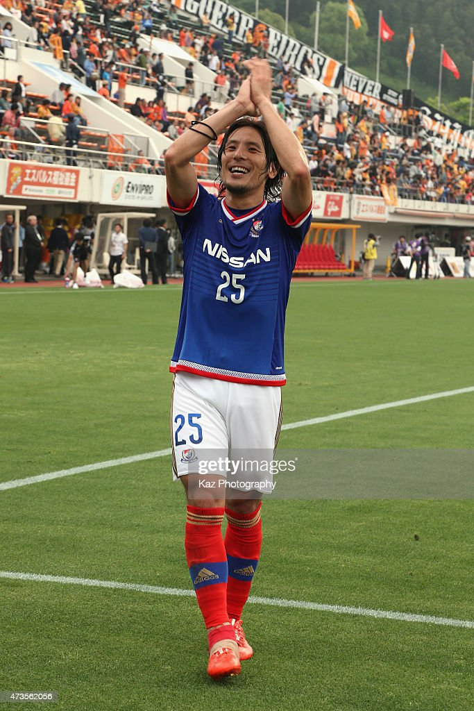 Jungo Fujimoto of Yokohama F.Marinos celebrates his team's 2-1 win after the J.League match between Shimizu S-Pulse and Yokohama F.Marinos at IAI Stadium Nihondaira on May 16, 2015 in Shizuoka, Japan.