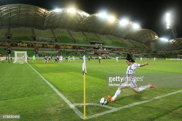 Jungo Fujimoto of Yokohama takes a corner kick during the AFC Asian Champions League match between the Melbourne Victory and Yokohama F Marinos at...