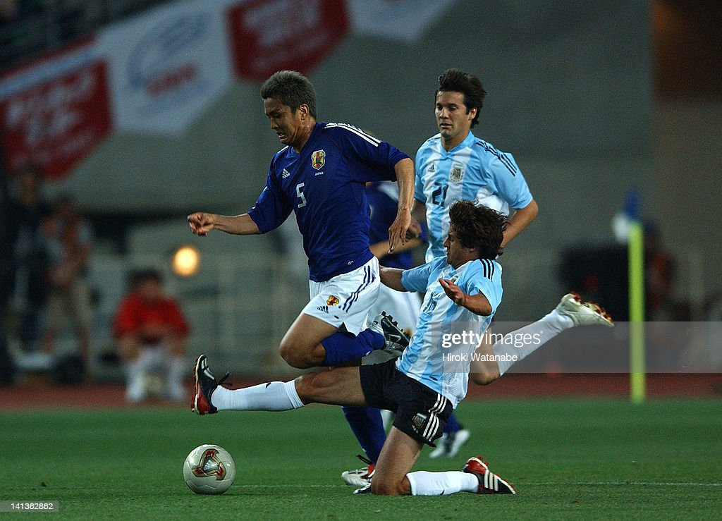<a gi-track='captionPersonalityLinkClicked' href=/galleries/search?phrase=Junichi+Inamoto&family=editorial&specificpeople=208229 ng-click='$event.stopPropagation()'>Junichi Inamoto</a> of Japan is tackled by <a gi-track='captionPersonalityLinkClicked' href=/galleries/search?phrase=Pablo+Aimar&family=editorial&specificpeople=216627 ng-click='$event.stopPropagation()'>Pablo Aimar</a> of Argentina compete for the ball during the international friendly match between Japan and Argentina at Nagai Stadium on June 8, 2003 in Osaka, Japan.