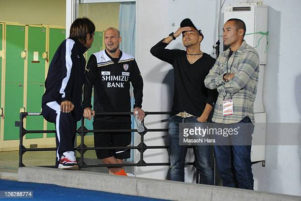 Junichi Inamoto of Kawasaki FrontaleFredrik LjungbergShinji OnoNaohiro Takahara of Shimizu SPulse talk during JLeague match between Kawasaki Frontale...