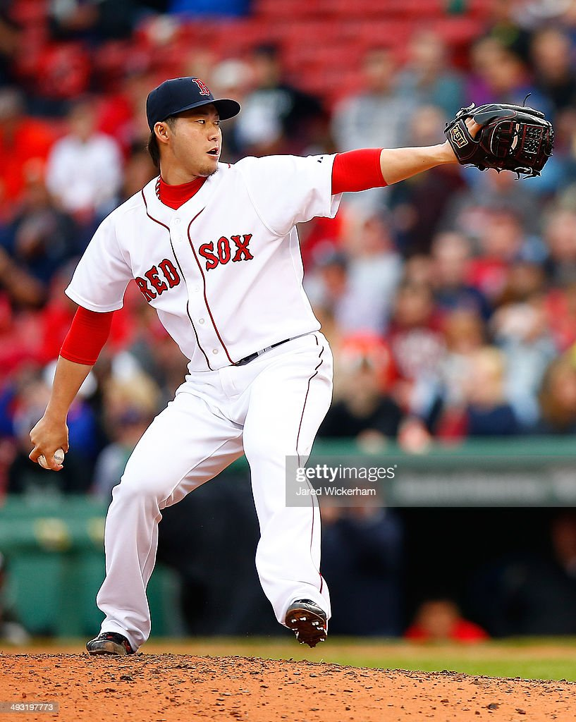 <a gi-track='captionPersonalityLinkClicked' href=/galleries/search?phrase=Junichi+Tazawa&family=editorial&specificpeople=4624306 ng-click='$event.stopPropagation()'>Junichi Tazawa</a> #36 of the Boston Red Sox pitches against the Toronto Blue Jays during the game at Fenway Park on May 22, 2014 in Boston, Massachusetts.