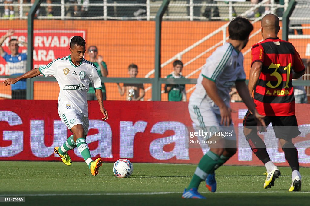 Juninho, from Palmeiras, controls the ball during the match between Palmeiras and Sport for the Brazilian Series B 2013 at Pacaembu stadium on September 21, 2013 in Sao Paulo, Brazil.