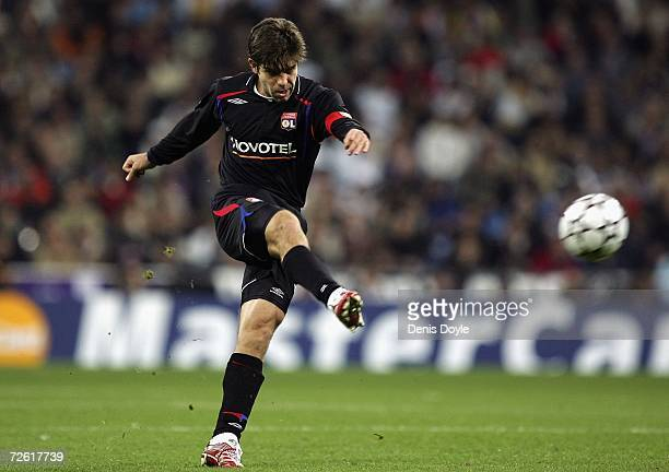 Juninho Pernambucano of Lyon takes a free kick during the UEFA Champions League Group E match between Real Madrid and Olympique Lyon at the Santiago...