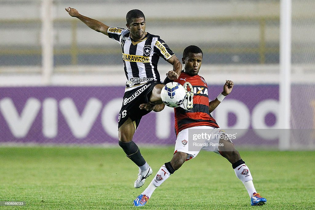 Junior Cesar of Botafogo battles for the ball with Airton of Vitoria during the match between Botafogo and Vitoria as part of Brazilian Series A 2014 at Claudio Moacyr Stadium on May 25, 2014 in Macae, Brazil.