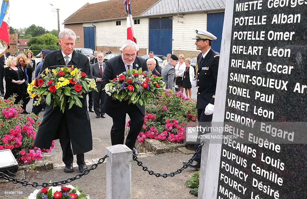 Junior Minister for Veterans and Remembrance, Jean-Marc Todeschini (R) and former German president Horst Koehler place flowers at the war memorial in Fricourt on July 1, 2016 during the commemoration of the 100th anniversary of the Battle of the Somme. / AFP / FRANCOIS