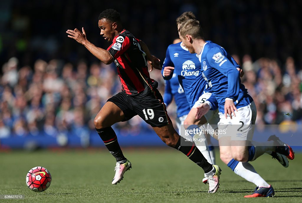 Junior Stanislas of Bournemouth runs with the ball during the Barclays Premier League match between Everton and A.F.C. Bournemouth at Goodison Park on April 30, 2016 in Liverpool, England.