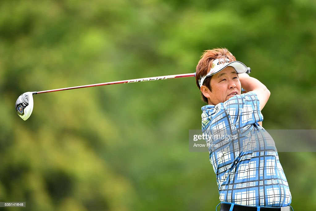 <a gi-track='captionPersonalityLinkClicked' href=/galleries/search?phrase=Junko+Omote&family=editorial&specificpeople=7313653 ng-click='$event.stopPropagation()'>Junko Omote</a> of Japan hits her tee shot on the 4th hole during the Final round of the Resorttrust Ladies at the Grandee Naruto Golf Club XIV on May 29, 2016 in Naruto, Japan.