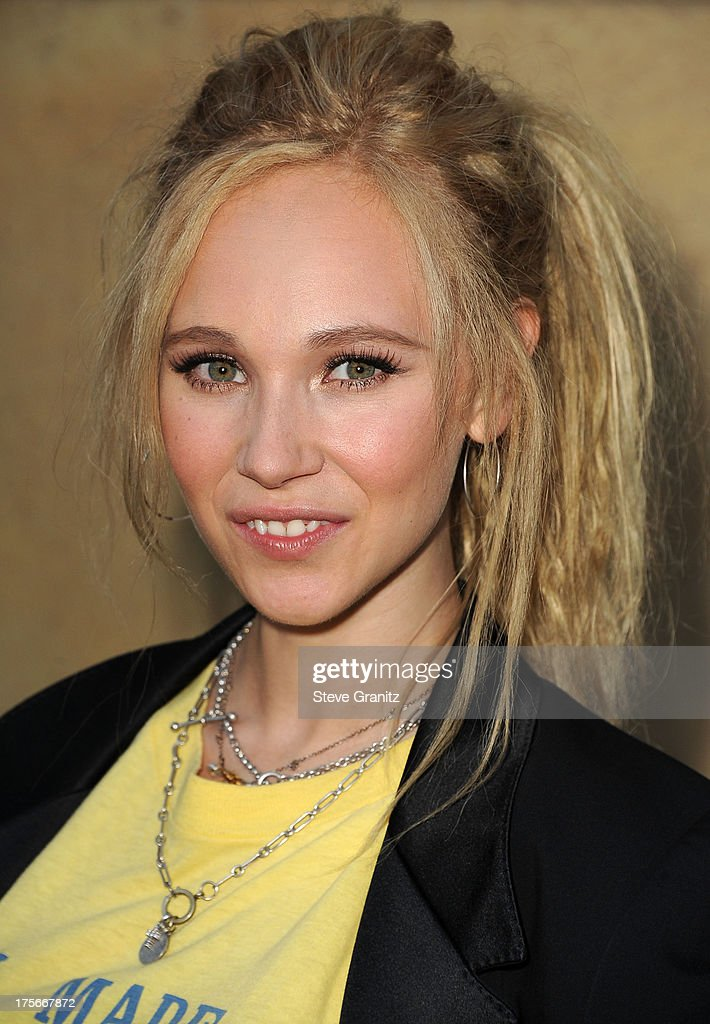 <a gi-track='captionPersonalityLinkClicked' href=/galleries/search?phrase=Juno+Temple&family=editorial&specificpeople=4692912 ng-click='$event.stopPropagation()'>Juno Temple</a> arrives at the 'Lovelace' - Los Angeles Premiere at the Egyptian Theatre on August 5, 2013 in Hollywood, California.