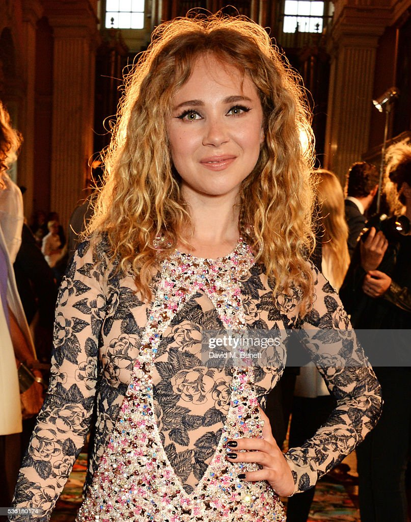 <a gi-track='captionPersonalityLinkClicked' href=/galleries/search?phrase=Juno+Temple&family=editorial&specificpeople=4692912 ng-click='$event.stopPropagation()'>Juno Temple</a> attends as Christian Dior showcases its spring summer 2017 cruise collection at Blenheim Palace on May 31, 2016 in Woodstock, England.