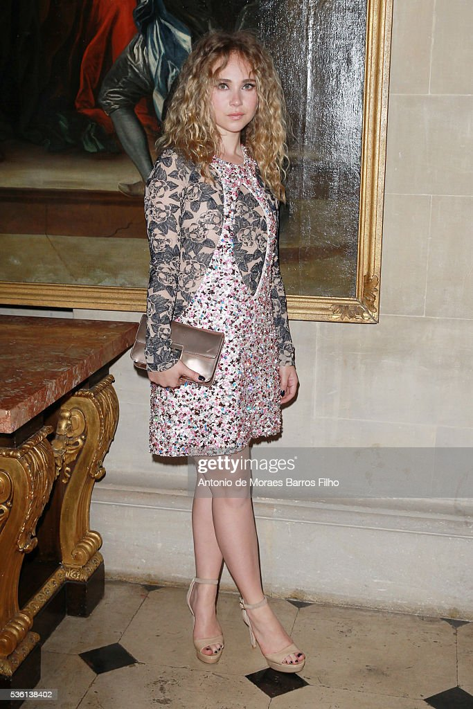<a gi-track='captionPersonalityLinkClicked' href=/galleries/search?phrase=Juno+Temple&family=editorial&specificpeople=4692912 ng-click='$event.stopPropagation()'>Juno Temple</a> attends Christian Dior showcases its spring summer 2017 cruise collection at Blenheim Palace on May 31, 2016 in Woodstock, England.
