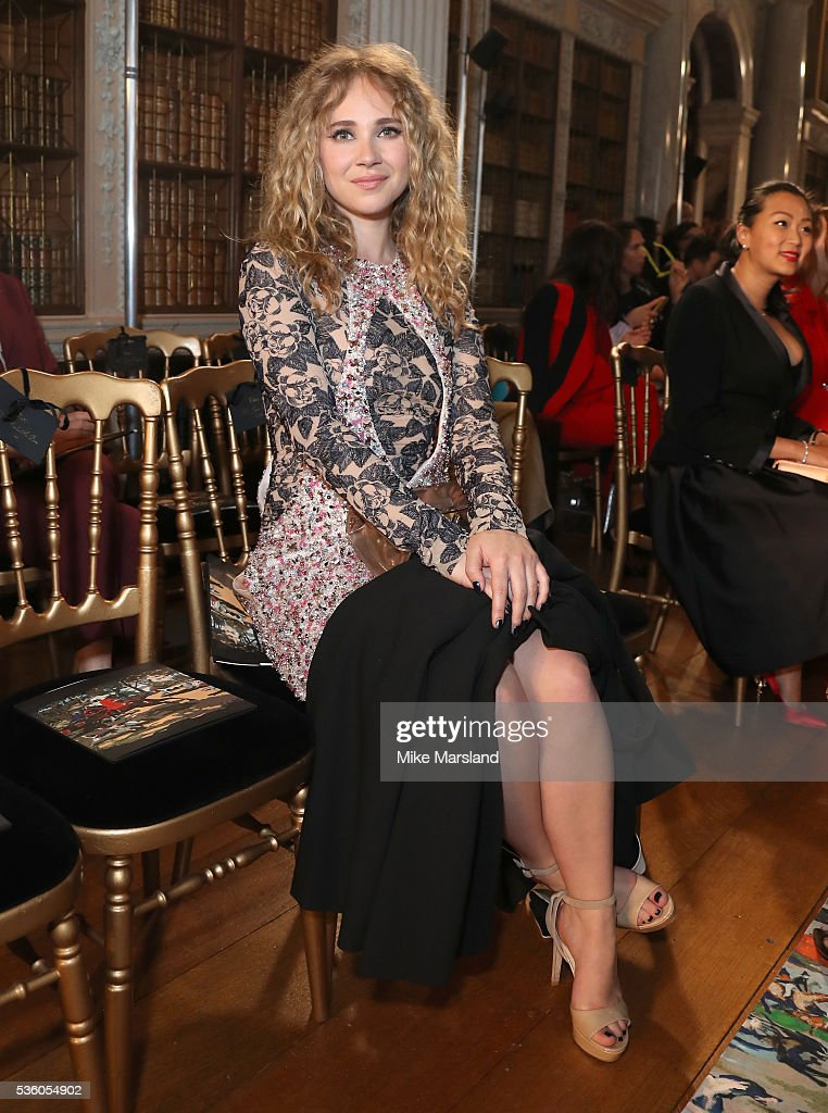 <a gi-track='captionPersonalityLinkClicked' href=/galleries/search?phrase=Juno+Temple&family=editorial&specificpeople=4692912 ng-click='$event.stopPropagation()'>Juno Temple</a> attends the Christian Dior Spring Summer 2017 Cruise Collection at Blenheim Palace on May 31, 2016 in Woodstock, England.