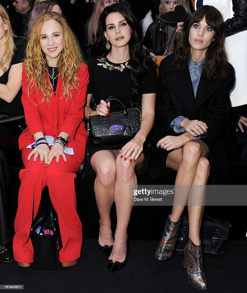 <a gi-track='captionPersonalityLinkClicked' href=/galleries/search?phrase=Juno+Temple&family=editorial&specificpeople=4692912 ng-click='$event.stopPropagation()'>Juno Temple</a>, <a gi-track='captionPersonalityLinkClicked' href=/galleries/search?phrase=Lana+Del+Rey&family=editorial&specificpeople=8565478 ng-click='$event.stopPropagation()'>Lana Del Rey</a> and Alexa Chung attend the Mulberry Autumn Winter 2013 show during London Fashion Week at Claridge's Hotel on February 17, 2013 in London, England.