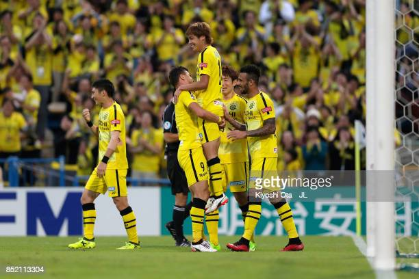 Junya Ito of Kashiwa Reysol celebrates scoring his side's second goal with his team mates during the JLeague J1 match between Kashiwa Reysol and FC...
