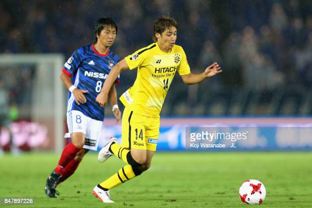 Junya Ito of Kashiwa Reysol controls the ball under pressure of Kosuke Nakamachi of Yokohama FMarinos during the JLeague J1 match between Yokohama...