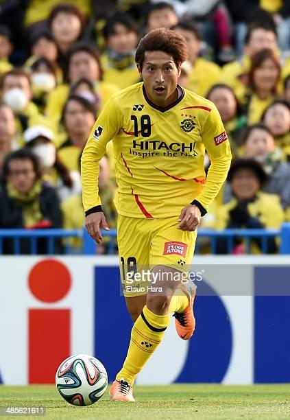 Junya Tanaka of Kashiwa Reysol in action during the JLeague match between Kashiwa Reysol and Yokohama FMarinos at Hitachi Kashiwa Soccer Stadium on...