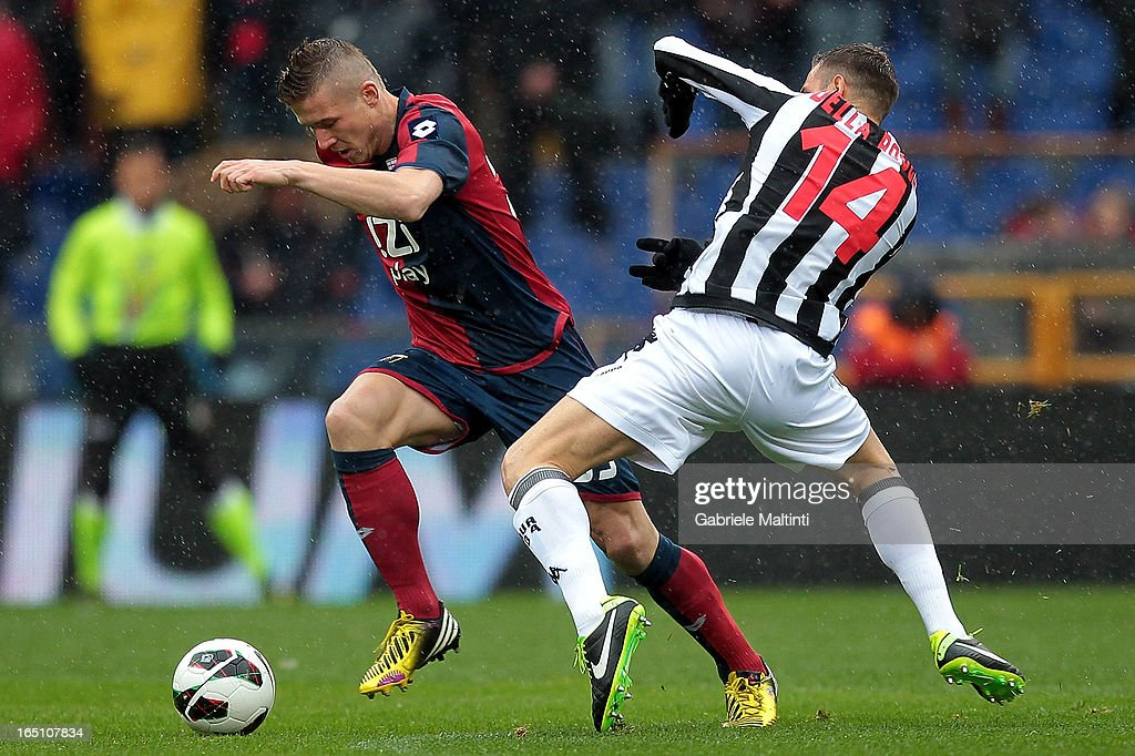 <a gi-track='captionPersonalityLinkClicked' href=/galleries/search?phrase=Juraj+Kucka&family=editorial&specificpeople=6388600 ng-click='$event.stopPropagation()'>Juraj Kucka</a> of Genoa CFC fights for the ball with Francesco Della Rocca of AC Siena during the Serie A match between Genoa CFC and AC Siena at Stadio Luigi Ferraris on March 30, 2013 in Genoa, Italy.