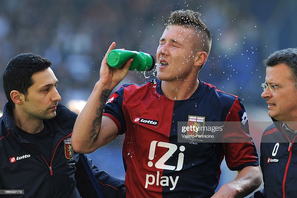 <a gi-track='captionPersonalityLinkClicked' href=/galleries/search?phrase=Juraj+Kucka&family=editorial&specificpeople=6388600 ng-click='$event.stopPropagation()'>Juraj Kucka</a> of Genoa CFC has a drink during the Serie A match between Genoa CFC and UC Sampdoria at Stadio Luigi Ferraris on April 14, 2013 in Genova, Italy.