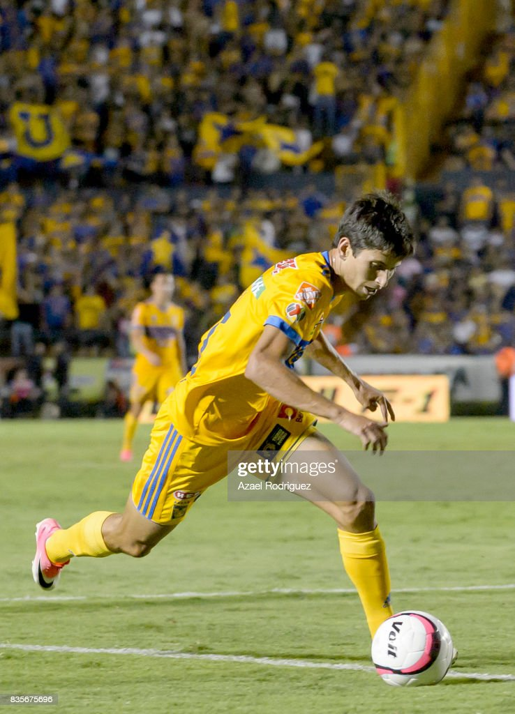Jurgen Damm of Tigres fights for the ball with Jesus Gallardo of Pumas during the 5th round match between Tigres and Pumas as part of the Torneo Apertura 2017 Liga MX at Universitario Stadium on August 19, 2017 in Monterrey, Mexico.