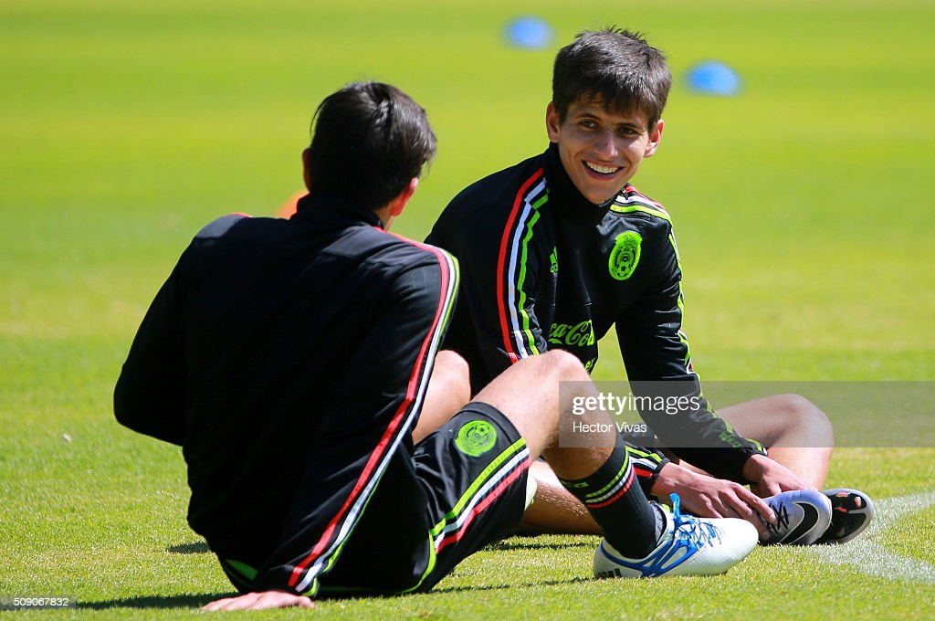 Jurgen Damm talks with his teammate during a Mexico training session at Centro de Alto Rendimiento on February 08, 2016 in Mexico City, Mexico. Mexico will face Senegal on February 10, 2016. (Photo by Hector Vivas/LatinContent