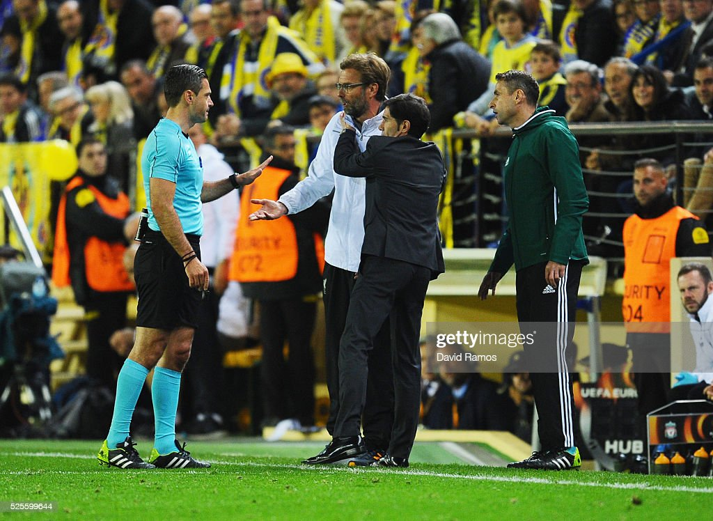 Jurgen Klopp manager of Liverpool and Marcelino Garcia Toral head coach of Villarreal embrace as they talk to referee <a gi-track='captionPersonalityLinkClicked' href=/galleries/search?phrase=Damir+Skomina&family=editorial&specificpeople=4333162 ng-click='$event.stopPropagation()'>Damir Skomina</a> during the UEFA Europa League semi final first leg match between Villarreal CF and Liverpool at Estadio El Madrigal on April 28, 2016 in Villarreal, Spain.