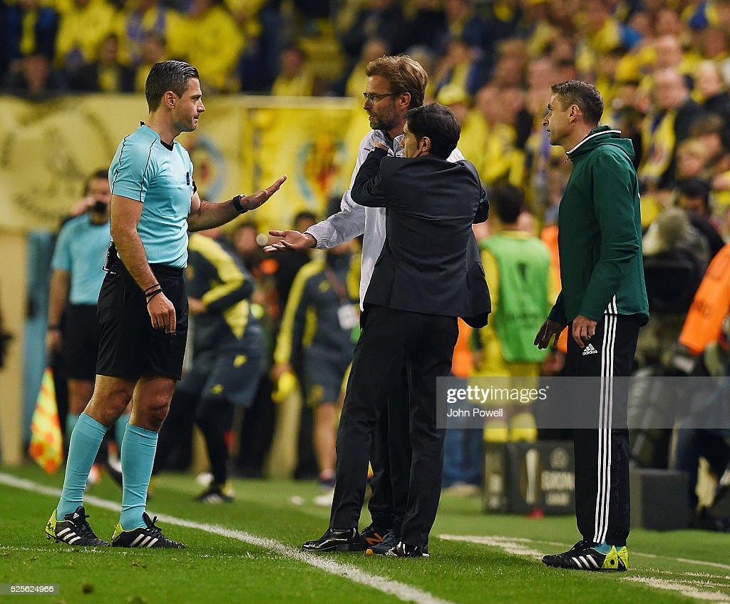 Jurgen Klopp manager of Liverpool and Marcelino Garcia Toral manager of Villarreal embrace during the UEFA Europa League Semi Final: First Leg match between Villarreal CF and Liverpool on April 28, 2016 in Villarreal, Spain.