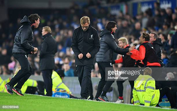 Jurgen Klopp manager of Liverpool and the team bench celebrate as Sadio Mane of Liverpool scores their first goal during the Premier League match...
