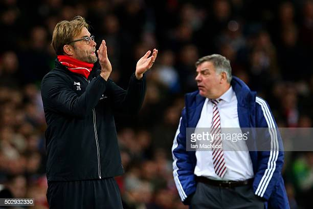 Jurgen Klopp manager of Liverpool applauds his players as Sam Allardyce manager of Sunderland shows his frustration during the Barclays Premier...