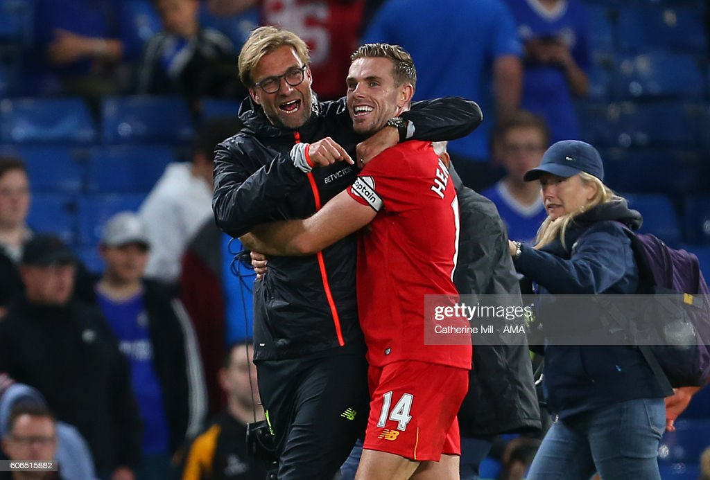 Jurgen Klopp manager of Liverpool celebrates with Jordan Henderson of Liverpool after the Premier League match between Chelsea and Liverpool at Stamford Bridge on September 16, 2016 in London, England.