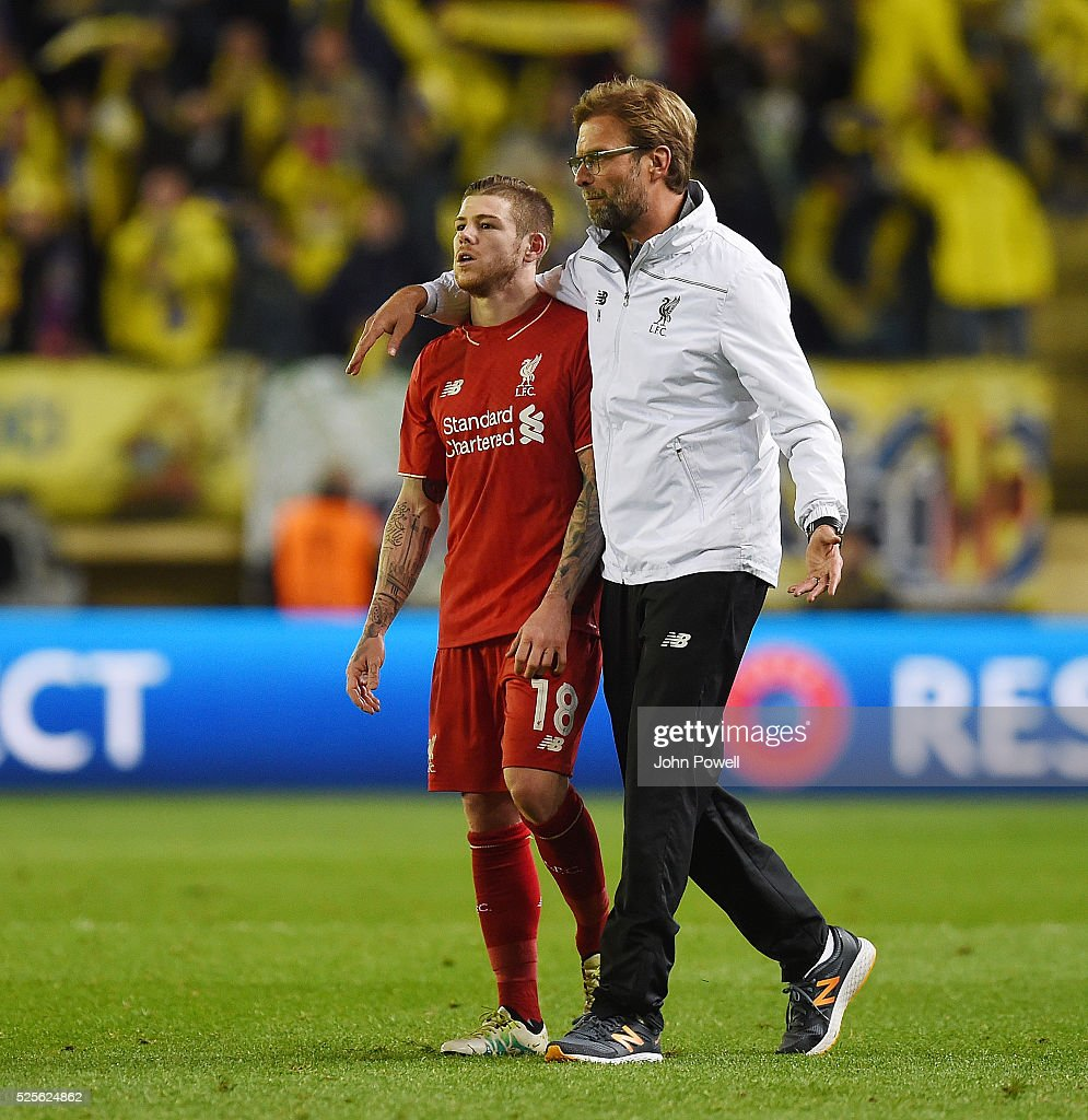 Jurgen Klopp manager of Liverpool embraces Ablerto Moreno of Liverpool at the end of the UEFA Europa League Semi Final: First Leg match between Villarreal CF and Liverpool on April 28, 2016 in Villarreal, Spain.