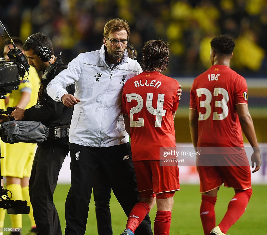 Jurgen Klopp manager of Liverpool embraces Joe Allen of Liverpool at the end of the UEFA Europa League Semi Final: First Leg match between Villarreal CF and Liverpool on April 28, 2016 in Villarreal, Spain.