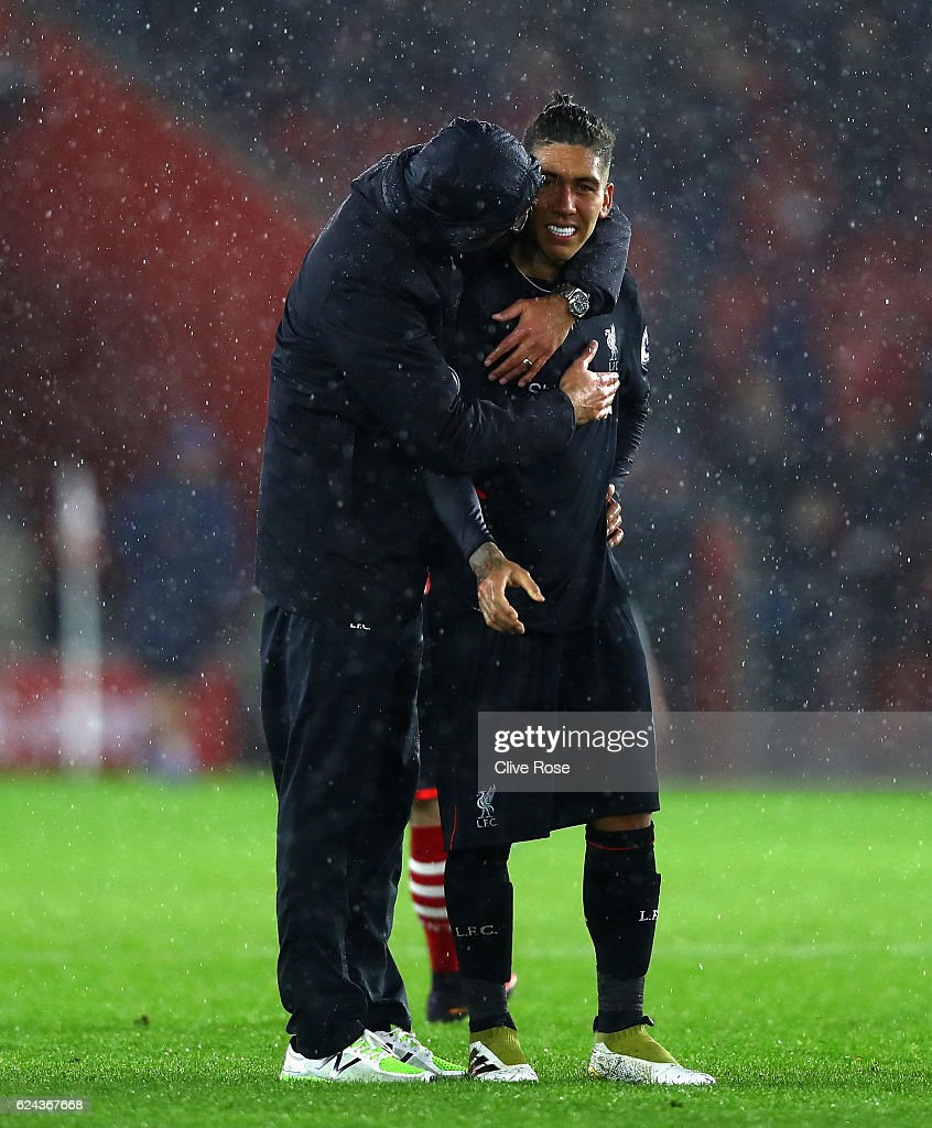 Jurgen Klopp, Manager of Liverpool (L) embraces Roberto Firmino of Liverpool (R) after the final whistle during the Premier League match between Southampton and Liverpool at St Mary's Stadium on November 19, 2016 in Southampton, England.