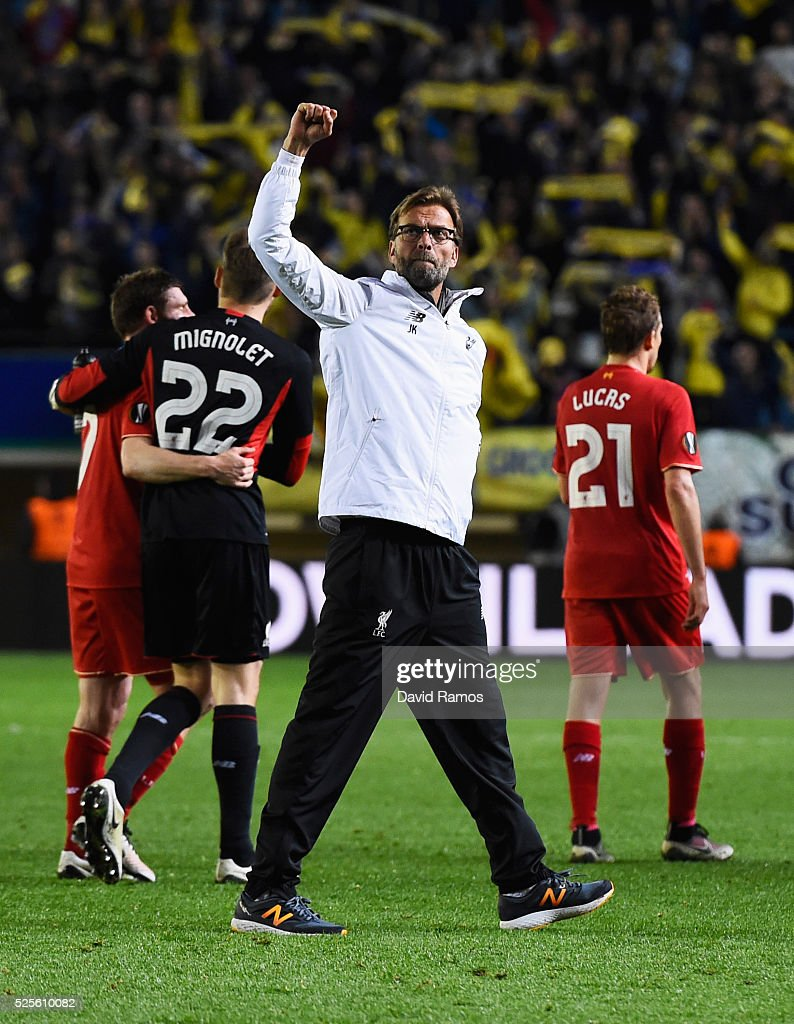 Jurgen Klopp manager of Liverpool salutes the travelling fans after the UEFA Europa League semi final first leg match between Villarreal CF and Liverpool at Estadio El Madrigal on April 28, 2016 in Villarreal, Spain.