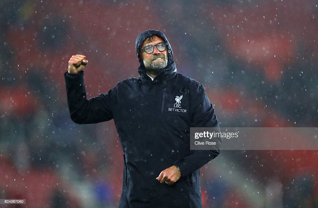 Jurgen Klopp, Manager of Liverpool shows appreciation to the fans after the final whislte during the Premier League match between Southampton and Liverpool at St Mary's Stadium on November 19, 2016 in Southampton, England.