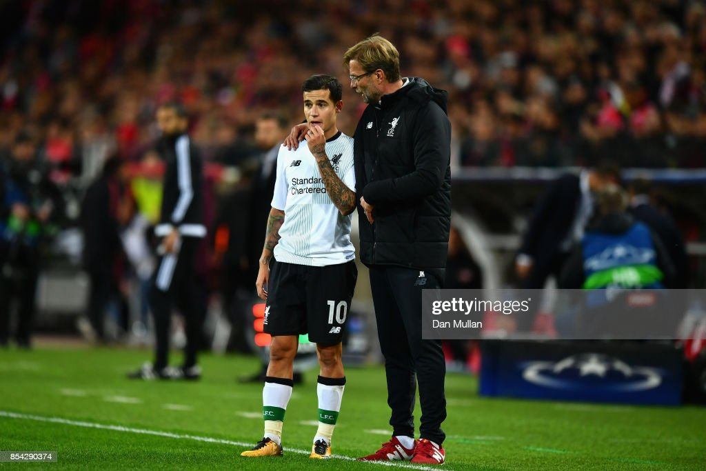 Jurgen Klopp, Manager of Liverpool speaks to Philippe Coutinho of Liverpool during the UEFA Champions League group E match between Spartak Moskva and Liverpool FC at Otkrytije Arena on September 26, 2017 in Moscow, Russia.