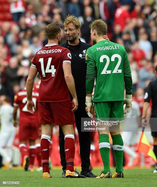 Jurgen Klopp manager of Liverpool talks with Jordan Henderson and Simon Mignolet at the end of the Premier League match between Liverpool and...