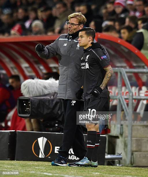 Jurgen Klopp manager of Liverpool talks with Philippe Coutinho during the UEFA Europa League match between FC Sion and Liverpool FC at Estadio...