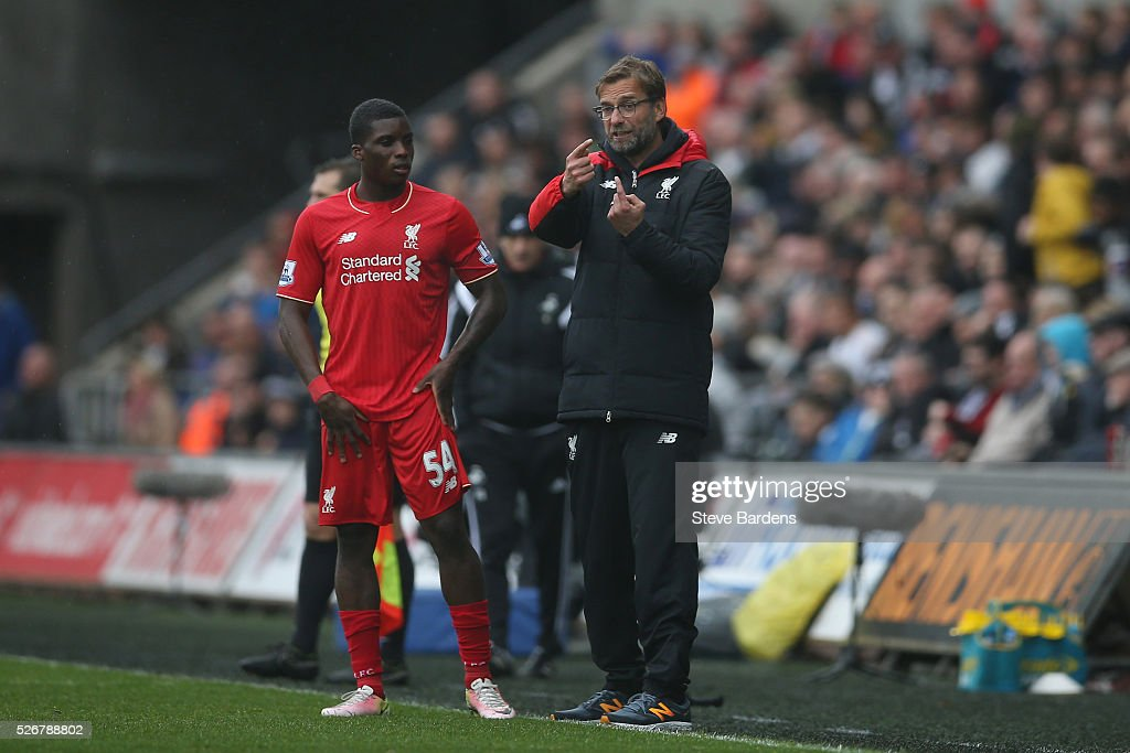 Jurgen Klopp, manager of Liverpool talks with <a gi-track='captionPersonalityLinkClicked' href=/galleries/search?phrase=Sheyi+Ojo&family=editorial&specificpeople=12319409 ng-click='$event.stopPropagation()'>Sheyi Ojo</a> of Liverpool during the Barclays Premier League match between Swansea City and Liverpool at The Liberty Stadium on May 1, 2016 in Swansea, Wales.