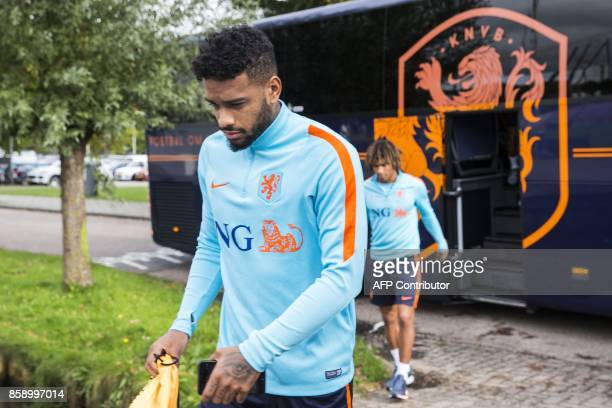 Jurgen Locadia and Nathan Ake of the Dutch National Team arrive at training facility De Toekomst in Amsterdam on October 8 2017 The Netherlands will...