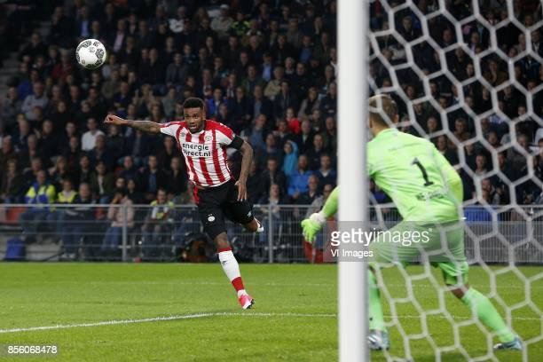 Jurgen Locadia of PSV Timon Wellenreuther of Willem II during the Dutch Eredivisie match between PSV Eindhoven and Willem II at the Phillips stadium...