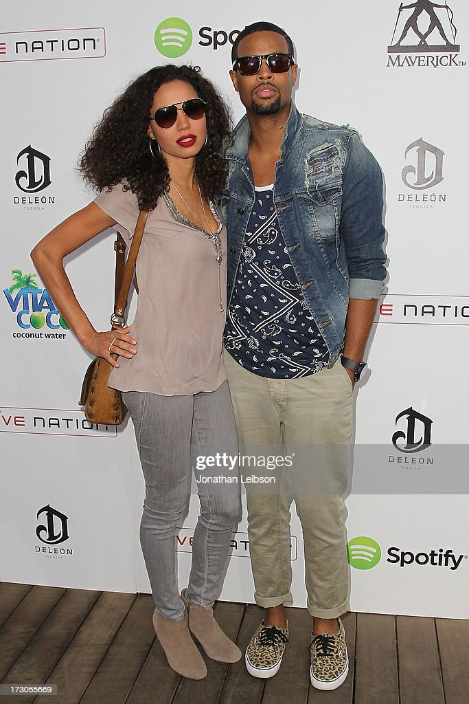 <a gi-track='captionPersonalityLinkClicked' href=/galleries/search?phrase=Jurnee+Smollett&family=editorial&specificpeople=614220 ng-click='$event.stopPropagation()'>Jurnee Smollett</a> (L) and guest attend the Guy Oseary's July 4th event in Malibu presented by Spotify and Live Nation with DeLeon and VitaCoco at Nobu Malibu on July 4, 2013 in Malibu, California.