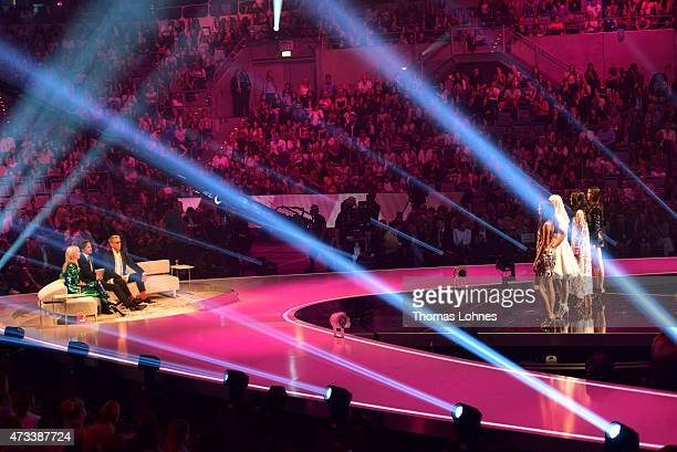 Jurors Heidi Klum Thomas Hayo and Wolfgang Joop speak to the models Vanessa Katharina Anuthida and Ajsa during the final of the tv show 'Germany's...