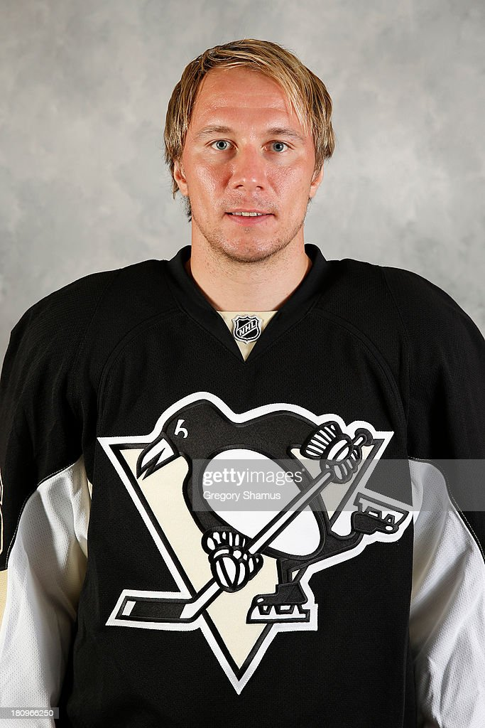 <a gi-track='captionPersonalityLinkClicked' href=/galleries/search?phrase=Jussi+Jokinen&family=editorial&specificpeople=570599 ng-click='$event.stopPropagation()'>Jussi Jokinen</a> #16 of the Pittsburgh Penguins poses for his official headshot for the 2013-2014 season on September 11, 2013 at the Consol Energy Center in Pittsburgh, Pennsylvania.