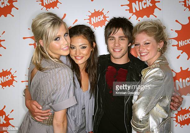 'H20 Just Add Water' stars Cariba Heine Phoebe Tonkin and Claire Holt pose backstage with singer Dean Geyer at the Nickelodeon Australian Kids'...