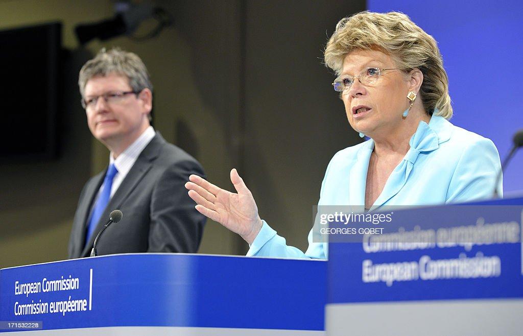 EU justice commissioner Viviane Reding and EU social affairs commissioner Laszlo Andor give on June 26 2013 a press conference to present a progress...