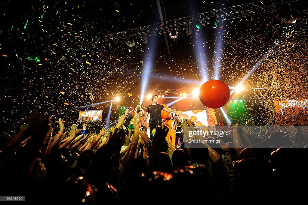 Justice Crew Perform At The End Of Nickelodeon Slimefest 2014 Evening Show Sydney Olympic