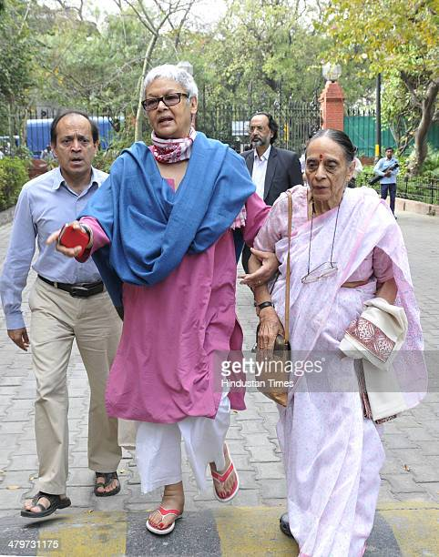 Justice Leila Seth with her son and author Vikram Seth arrive to pay last respect to renowned author Khushwant Singh at his residence on March 20...