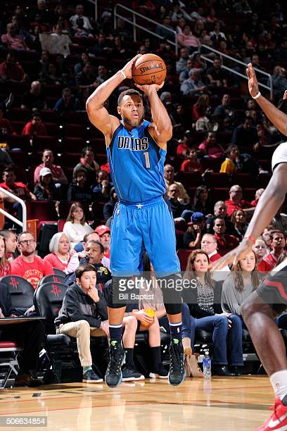 Justin Anderson of the Dallas Mavericks shoots the ball during the game against the Houston Rockets on January 24 2016 at the Toyota Center in...