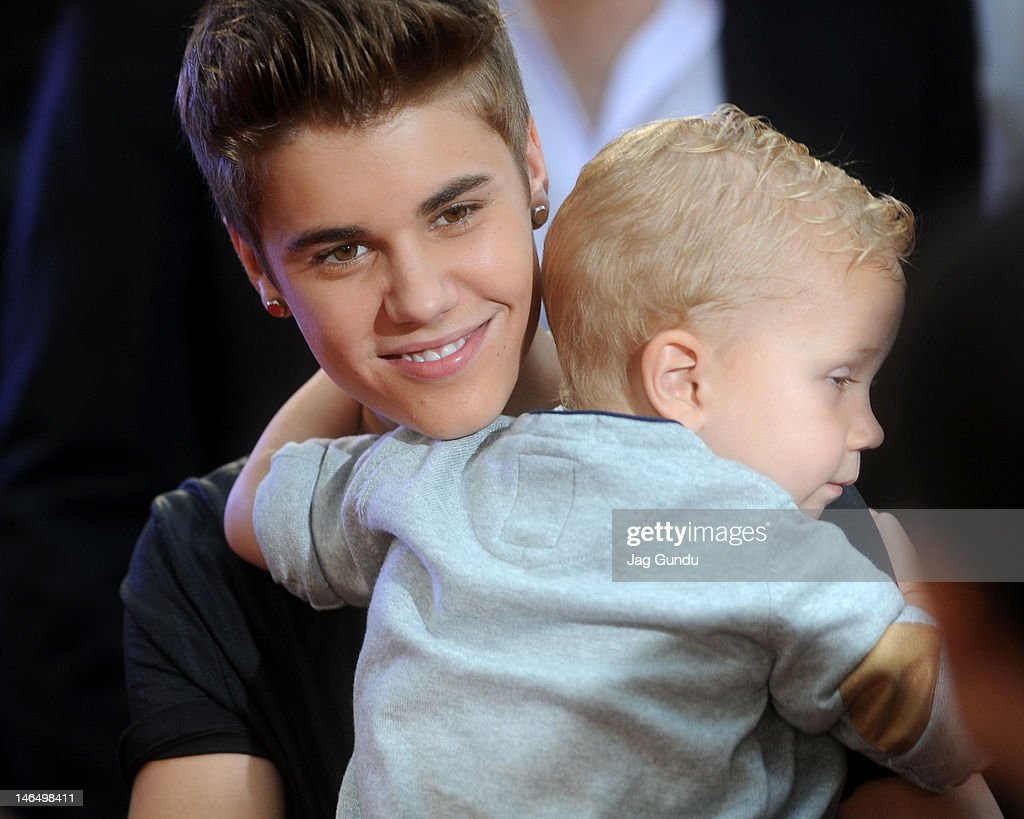 <a gi-track='captionPersonalityLinkClicked' href=/galleries/search?phrase=Justin+Bieber&family=editorial&specificpeople=5780923 ng-click='$event.stopPropagation()'>Justin Bieber</a> and Jaxon Bieber arrive at the 2012 MuchMusic Video Awards at MuchMusic HQ on June 17, 2012 in Toronto, Canada.